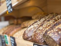 Duonos kepėjai (-ui) ir padėjėjai (-ui) darbas kepyklėlėje (4)
