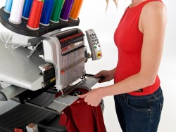 Reikalingas reklamos siuvinėtojas (-a), gali būti be patirties (2)