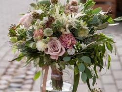 Siūlome darbą floristui gėlių parduotuvėje (6)